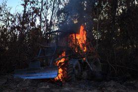 Destruição de trator usado em desmate ilegal, escondido na mata. Foto: Bernardo Camara