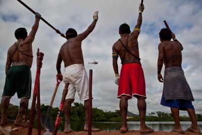 Indígenas protestam contra barragem. Foto: Divulgação.