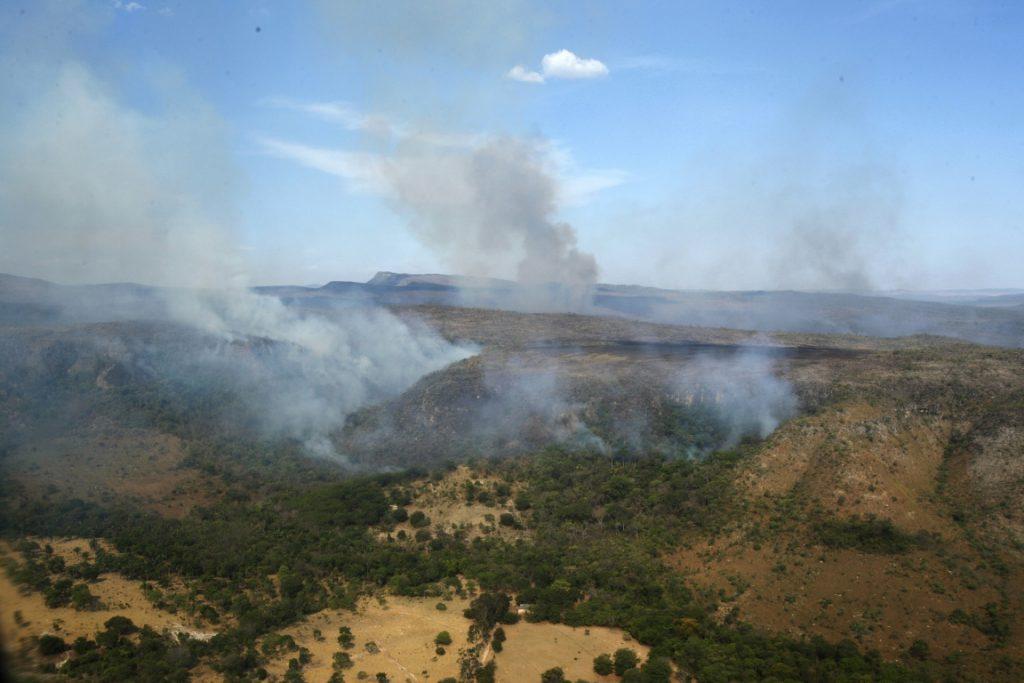 O fogo já destruiu 64 mil hectares dentro e fora do parque. Foto: Paulo de Araújo/MMA.