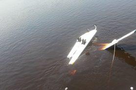 Avião caiu no rio perto de Anavilhanas. Uma pessoa morreu afogada. Fotos: Divulgação.