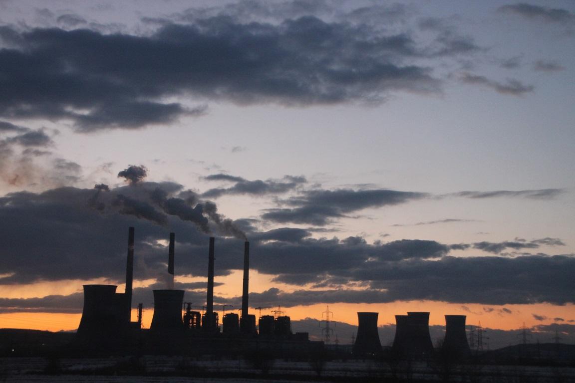 Scott Pruitt, disse, na segunda-feira (09), que assinará uma nova regra que substituirá o Plano de Energia Limpa do governo Obama para limitar as emissões de carbono das usinas de carvão. Foto: Emilian Robert Vicol/Flickr.
