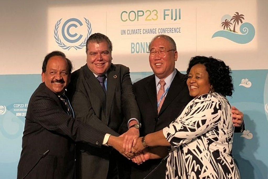 Sarney (o segundo da esq. para a dir. ) com líderes da África do Sul, Índia e China. Eles apresentaram declaração em defesa da implementação dos termos estabelecidos em Paris. Foto: MMA.