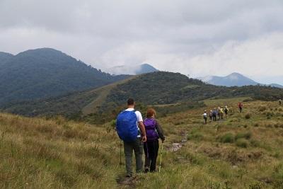 Início da descida pela cumeeira em direção ao município de Maringá. Foto: Duda Menegassi.
