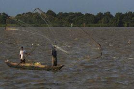 A decisão do Tribunal atendeu ao pedido da Defensoria Pública da União (DPU), que ajuizou ação entendendo que a exigência de certidão negativa de débito impede os pescadores de buscarem o seu sustento. Foto: Juanerre/Flickr.