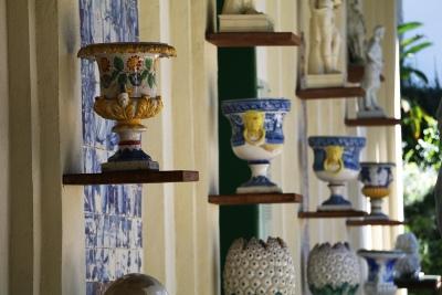Parede externa do Museu do Açude exibe parte da coleção de Castro Maya. Foto: Duda Menegassi.