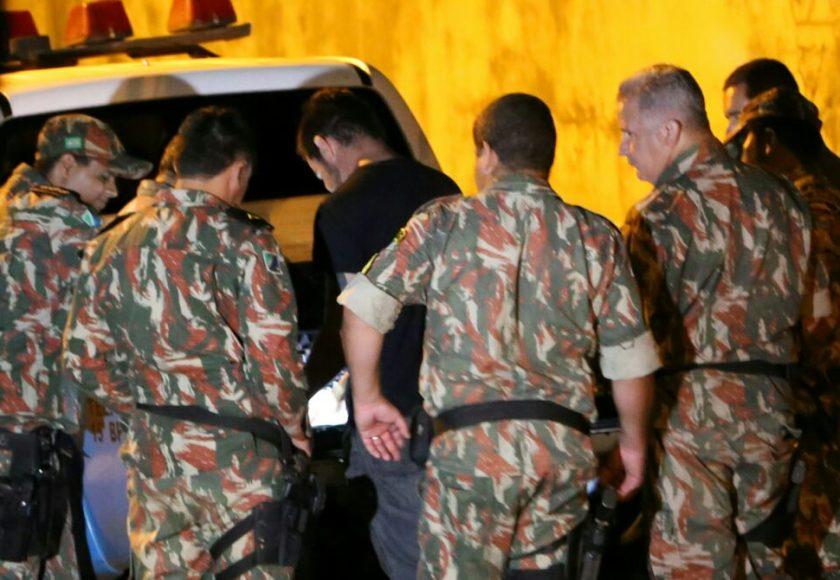 Policiais que estavam em folga foram chamados para ajudar na operação. Foto: Franz Mendes
