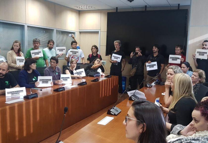 Servidores no Ministério do Meio Ambiente, em reunião com o secretário-executivo em exercício do ministério, Romeu Mendes. Foto: Divulgação