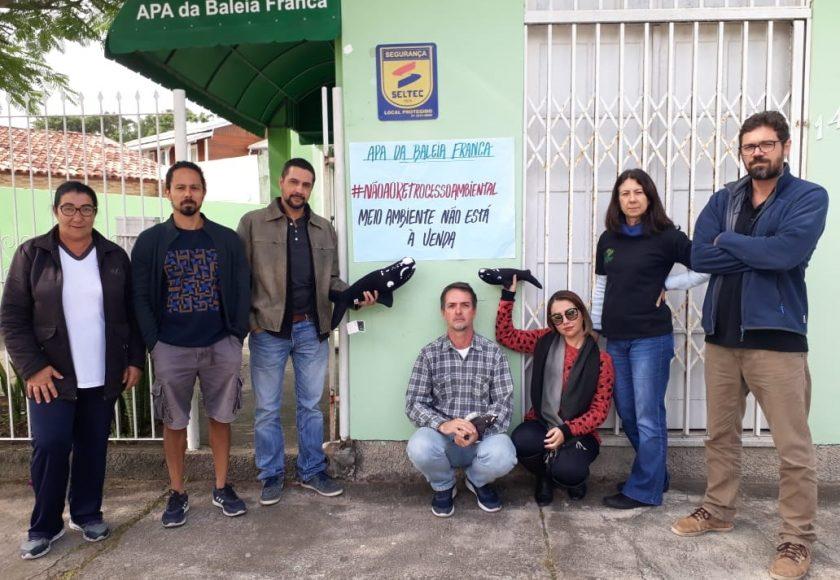 Servidores da Área de Proteção Ambiental (APA) da Baleia Franca, no litoral do sul de Santa Catarina, também protestaram. Foto: Divulgação
