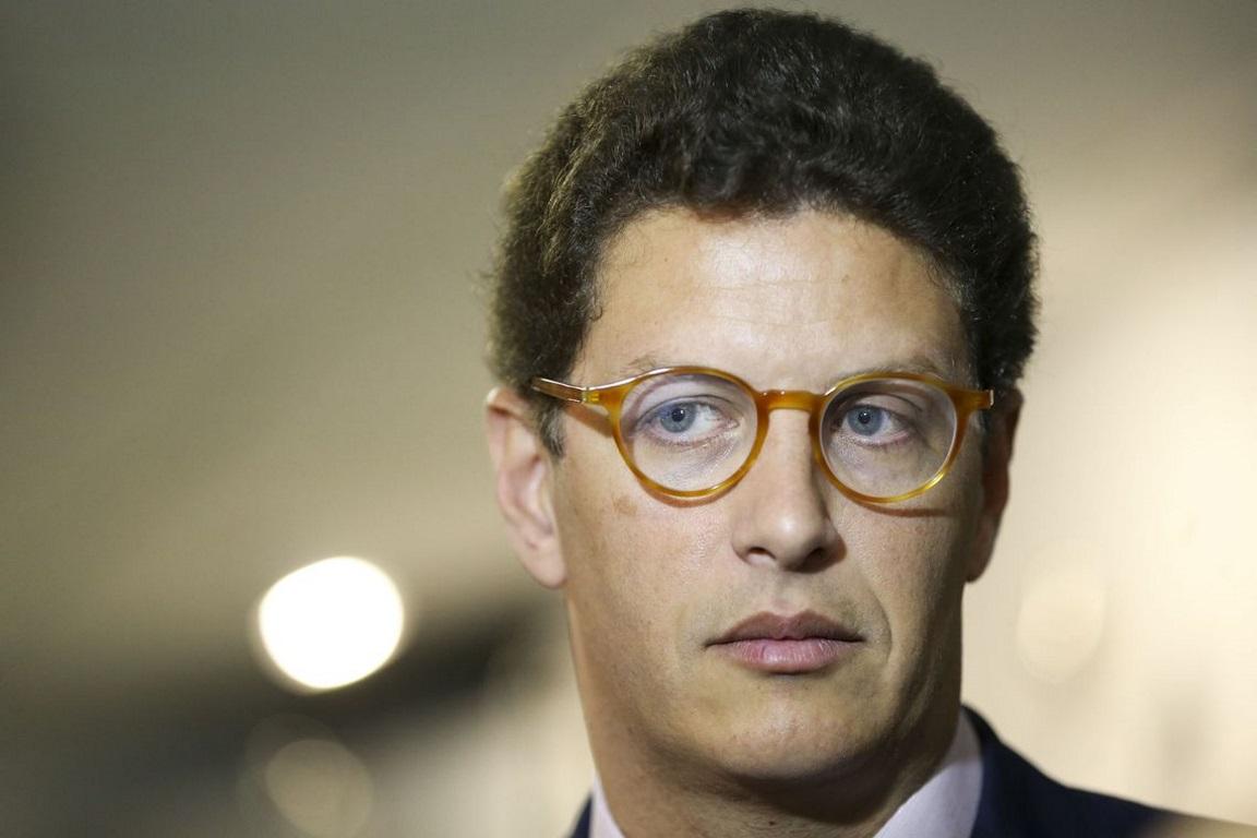 Procuradores pedem à Justiça que Ricardo Salles deixe de ser ministro