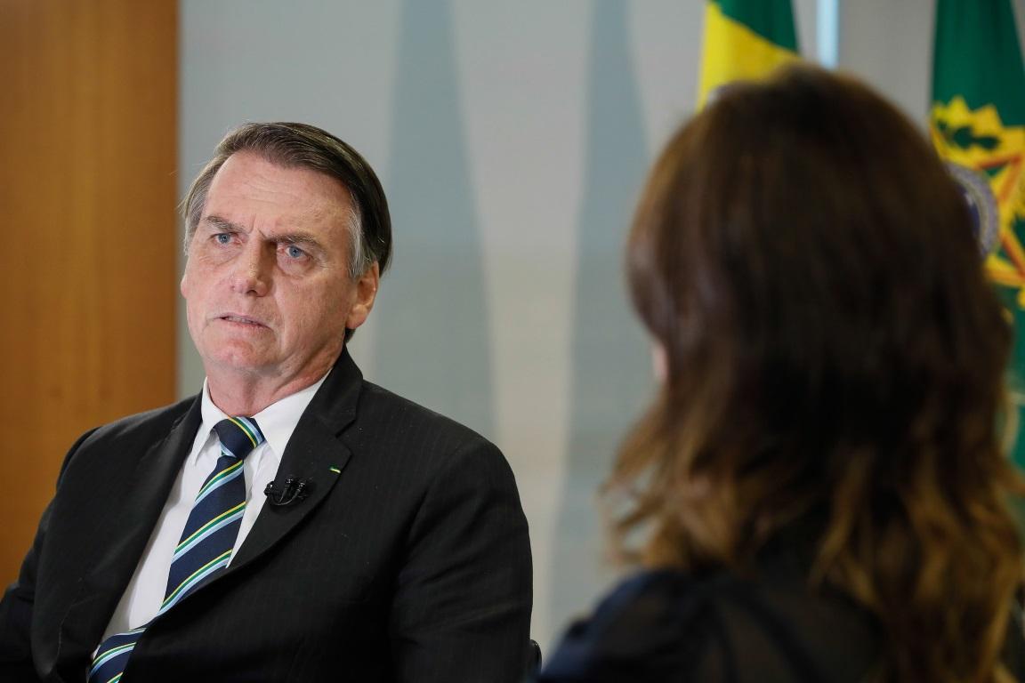 Bolsonaro quer liberar pesca submarina em reserva onde foi multado
