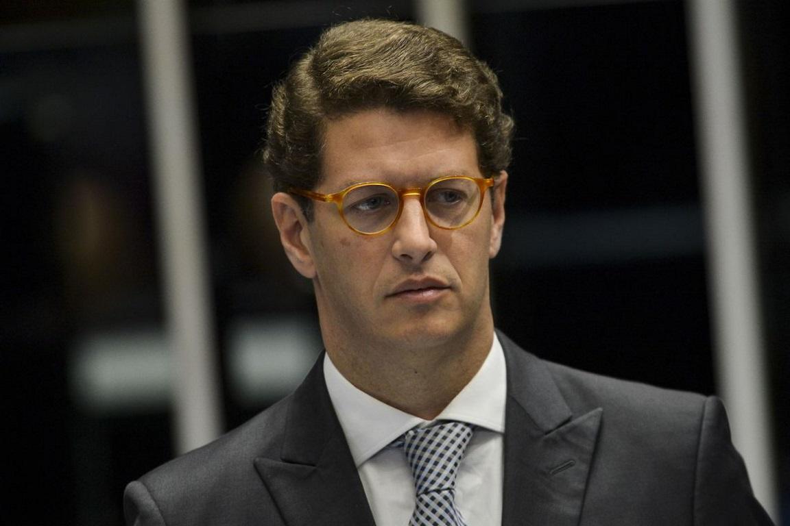Ricardo Salles é denunciado por servidores no MPF e na Comissão de Ética Pública
