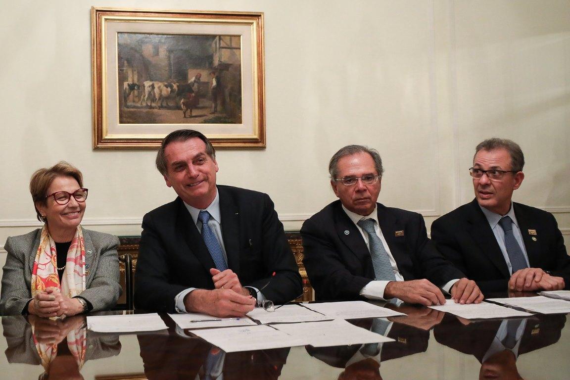 Em live, Bolsonaro reclama que não consegue extinguir parques por decreto