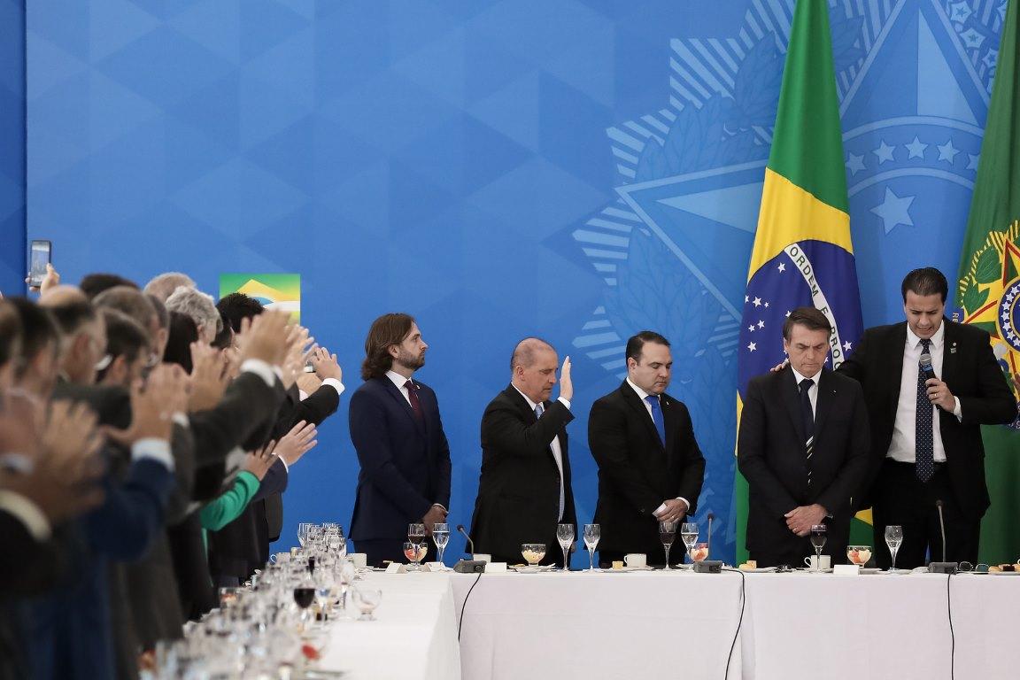 Bolsonaro conversa com governadores sobre revisar unidades de conservação