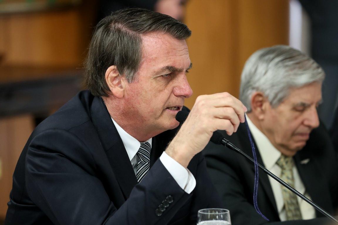 """Bolsonaro diz que diretor do INPE pode estar """"a serviço de alguma ONG"""""""