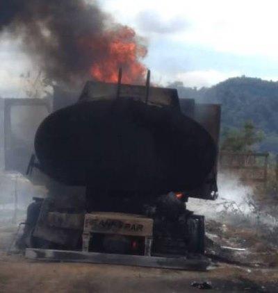 Em Rondônia, madeireiros colocam fogo em caminhão-tanque do Ibama