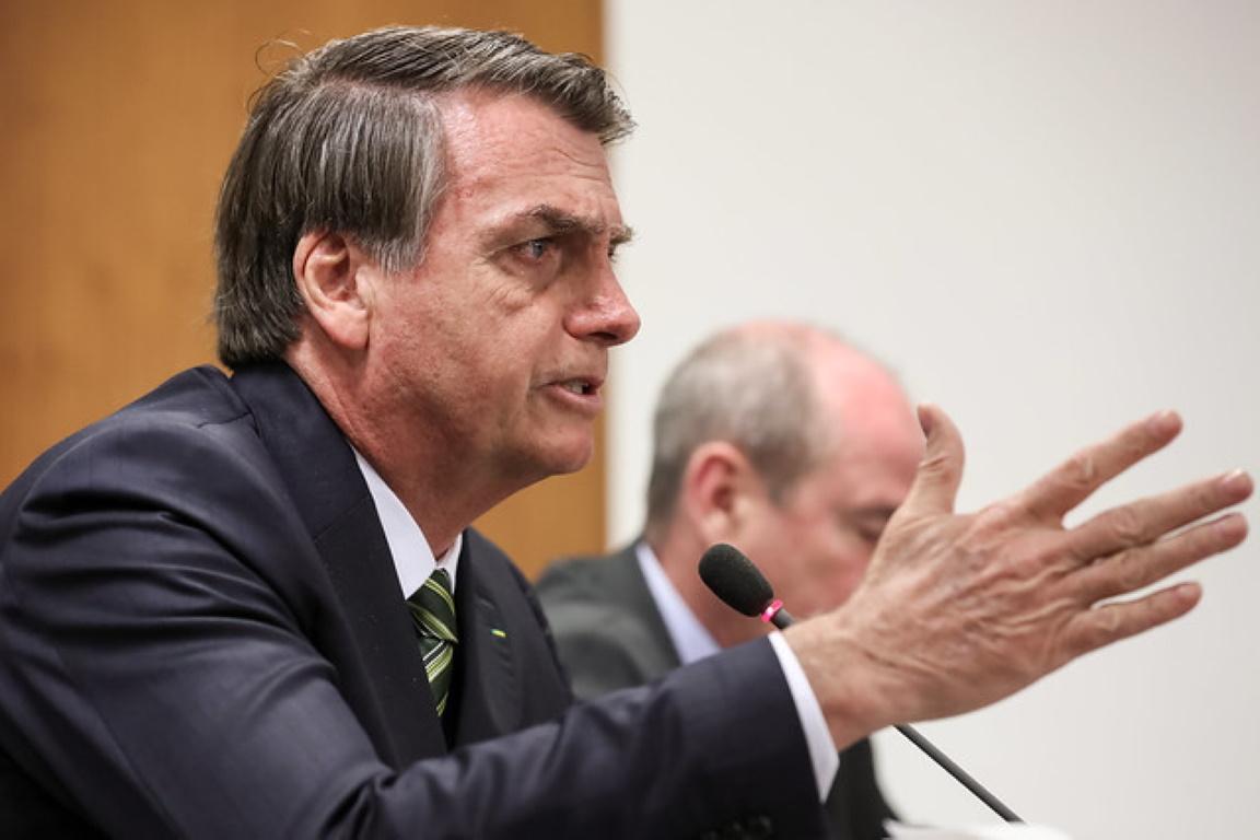 Em reunião com governadores, Bolsonaro ataca terras indígenas