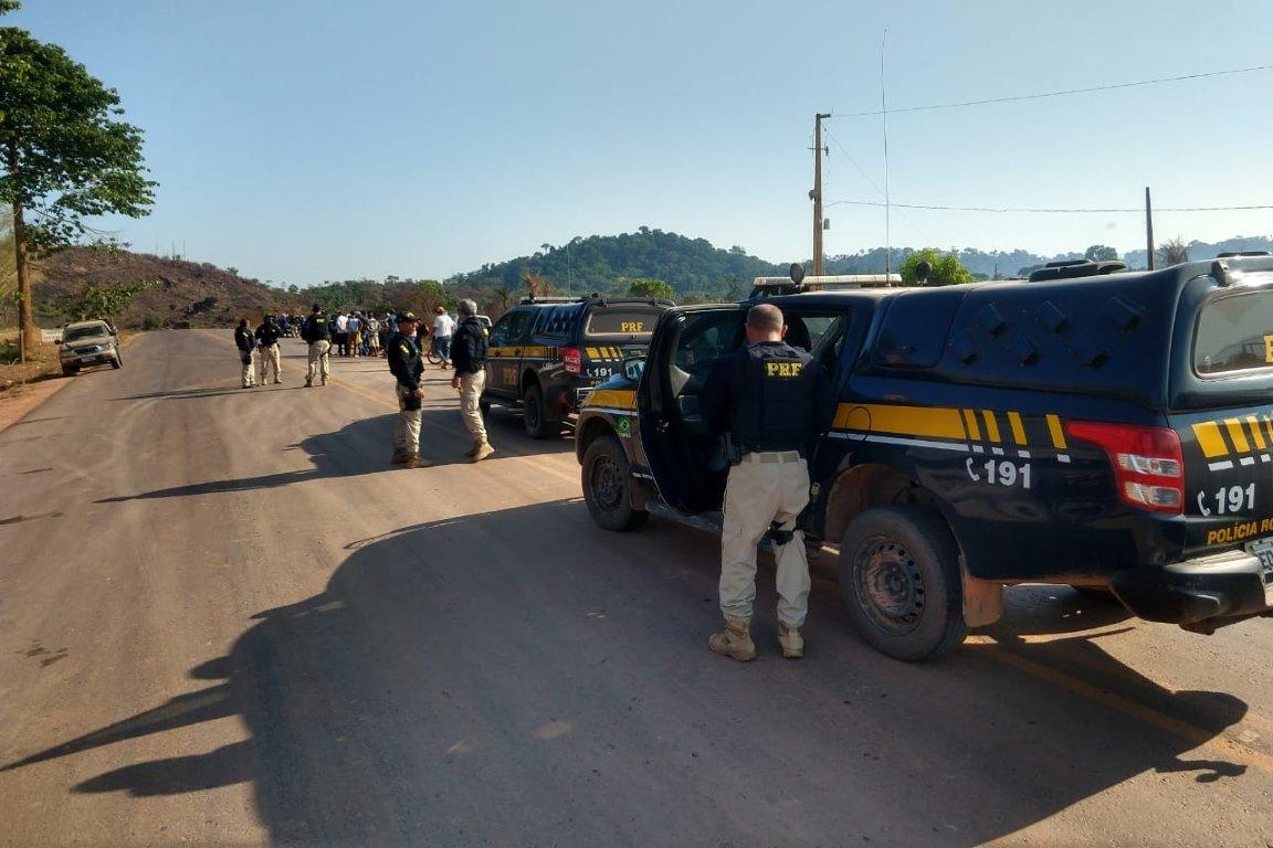 Garimpeiros bloqueiam BR 163 em protesto contra queima de maquinário