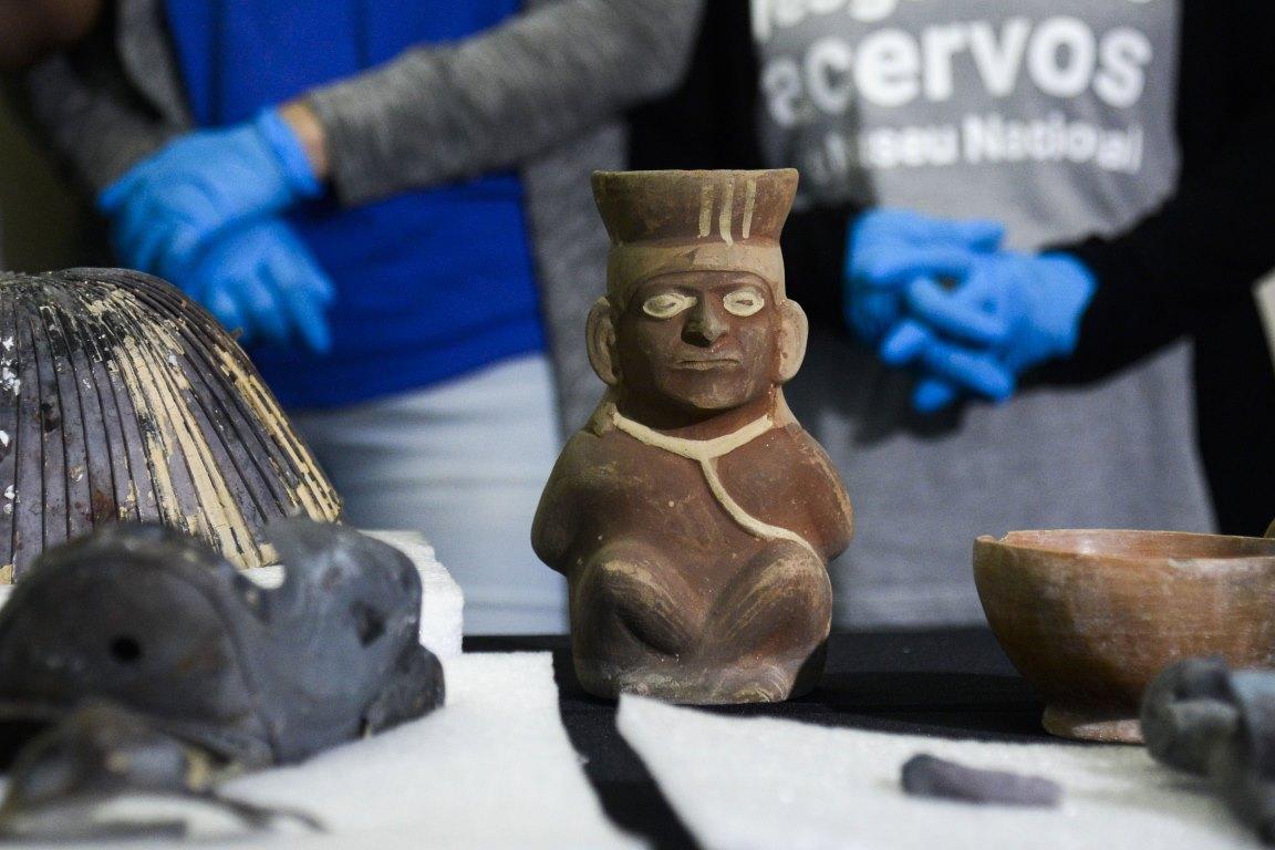 Trabalho de reconstrução e recuperação do acervo do Museu Nacional caminha em ritmo lento