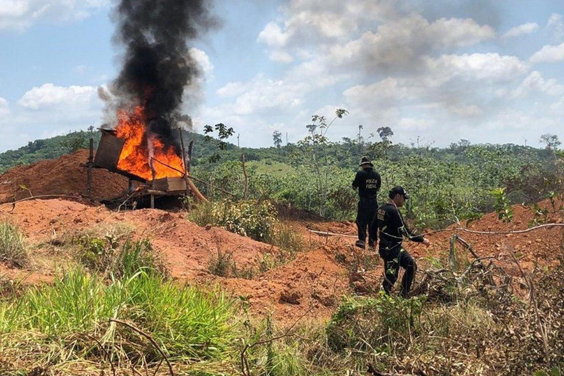 Governo adia reunião com garimpeiros que bloquearam a BR-163