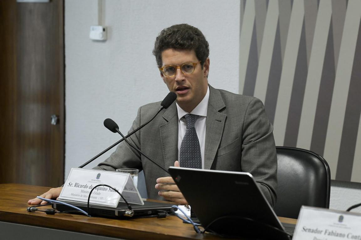 """Salles tem 14% de dias """"sem agenda"""" no ministério"""