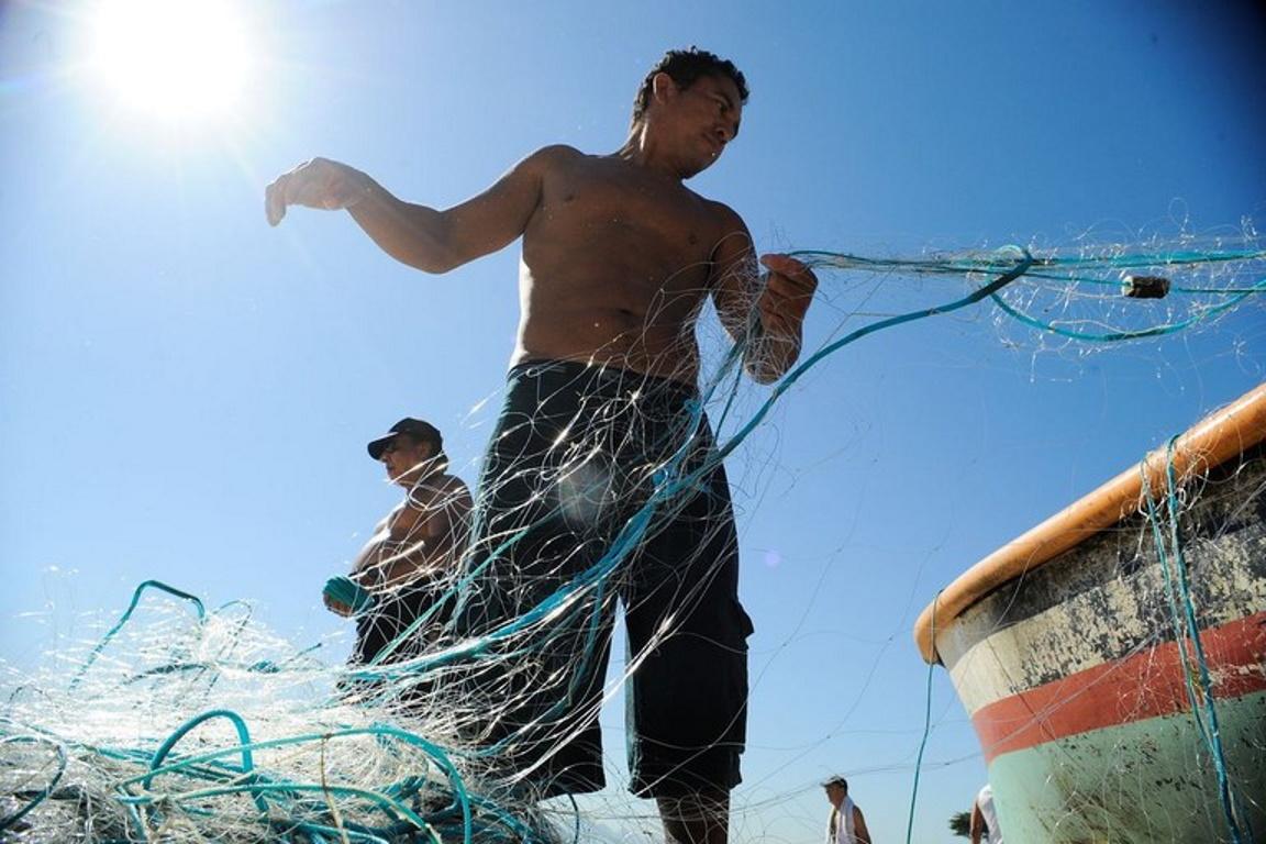 Governo proíbe pesca de camarão e lagosta em área de vazamento