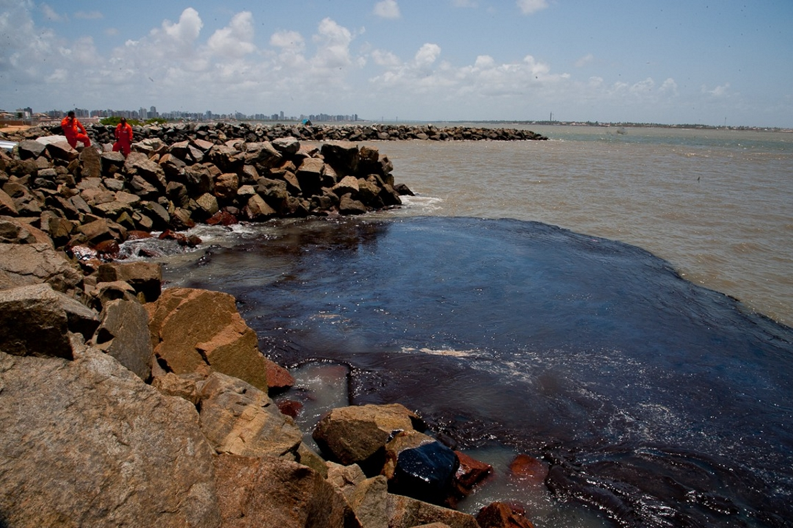 Governo tem que provar na Justiça que é capaz de lidar com desastre ambiental no nordeste