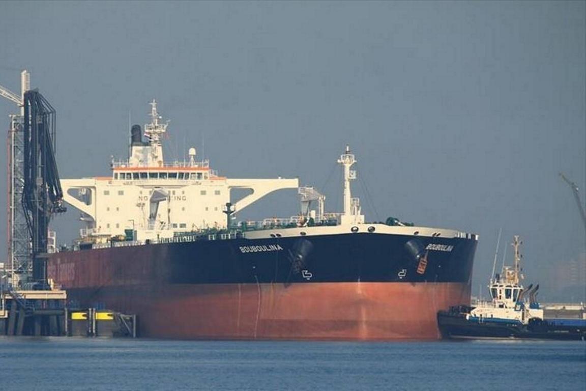PF acusa navio grego por derramamento, mas empresa diz que carga chegou intacta