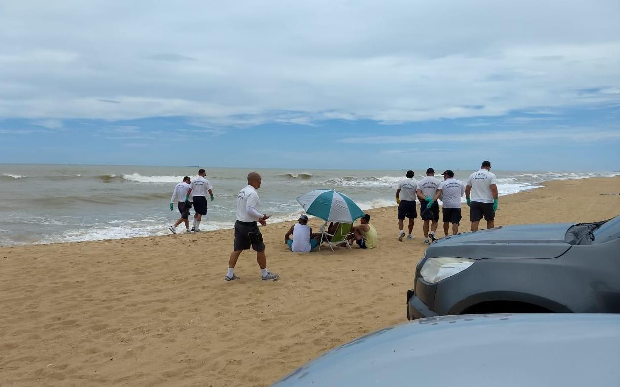 Ambientalistas pedem afastamento de Salles após chegada de óleo no Rio de Janeiro