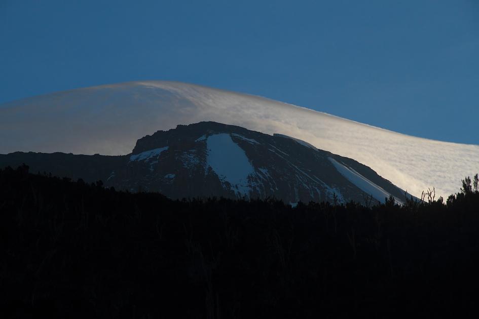 Subindo o Kilimanjaro atrás das últimas neves (parte 1)