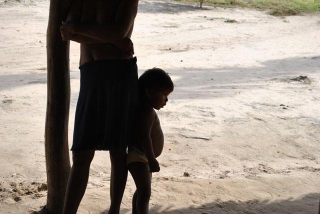 Os apinajés vem desde a década de 50  sofrendo duras intervenções de obras governamentais: foi cortada por  ferrovias, rodovias, linhas de tensão e sofreu os impactos das  hidrelétricas de Estreito e Lajeado. Foto: Leilane Marinho