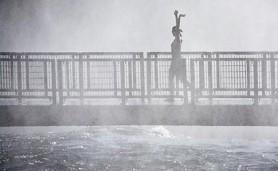 Mulher-na-ponte_9798