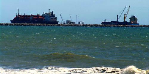 Ondas do mar produzem energia elétrica no Ceará