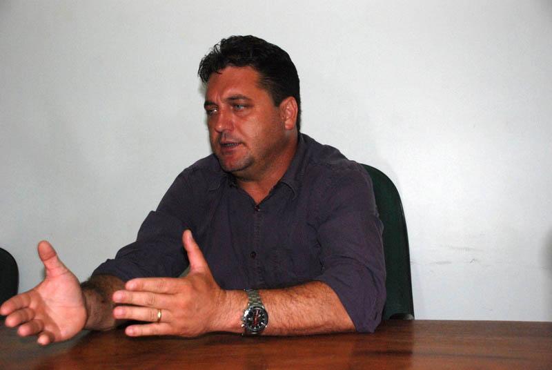 O prefeito eleito José Antônio Dubiella critica as leis ambientais e diz que a prefeitura não tem como fiscalizar o desmatamento.