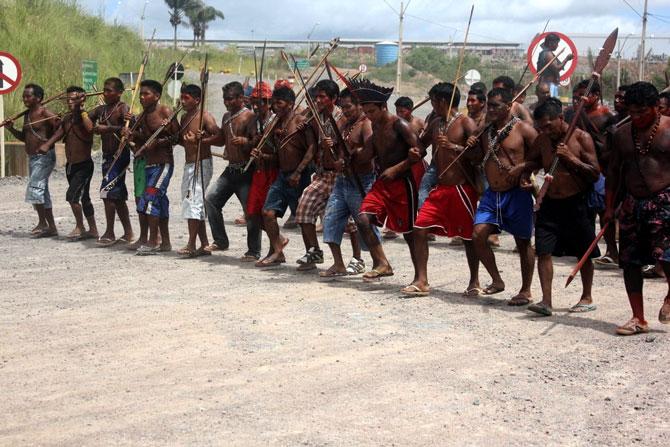 Índios x brancos: o que não falta é terra