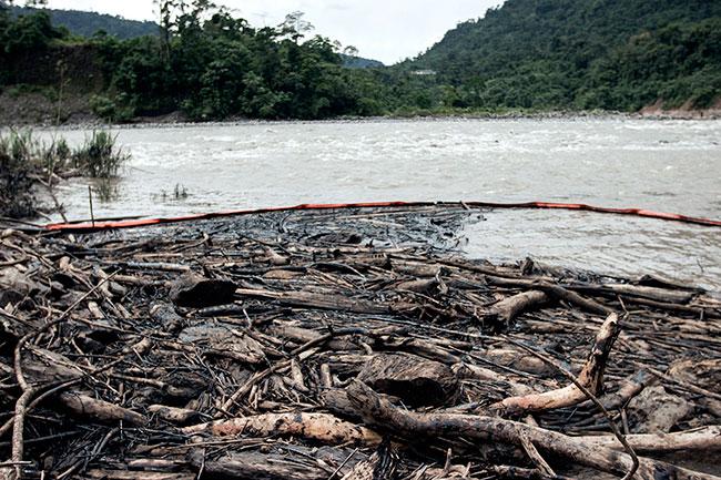 Vazamento nas montanhas do Equador pode ter chegado ao Peru