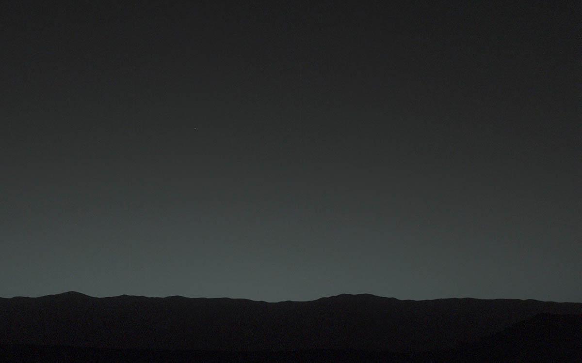 Uma selfie do planeta Terra, feita de muito, muito longe